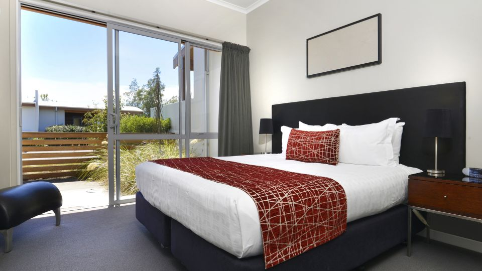 Heritage Collection Marlborough Vintners Hotel Garden View Suite Bedroom